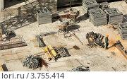 Купить «Работник выходит на строительную площадку среди строительных материалов», видеоролик № 3755414, снято 10 ноября 2011 г. (c) Losevsky Pavel / Фотобанк Лори