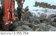 Купить «Машина бурит землю зимой», видеоролик № 3755754, снято 9 сентября 2011 г. (c) Losevsky Pavel / Фотобанк Лори