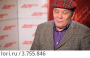 Купить «Актер Александр Филиппенко дает интервью», видеоролик № 3755846, снято 28 ноября 2011 г. (c) Losevsky Pavel / Фотобанк Лори