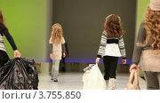 Купить «Показ детской коллекции зимней одежды», видеоролик № 3755850, снято 9 сентября 2011 г. (c) Losevsky Pavel / Фотобанк Лори