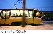 Купить «Трамвай едет по зимнему городу», видеоролик № 3756334, снято 16 октября 2011 г. (c) Losevsky Pavel / Фотобанк Лори