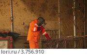 Купить «Сварщик за работой», видеоролик № 3756910, снято 24 августа 2011 г. (c) Losevsky Pavel / Фотобанк Лори