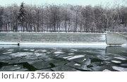 Купить «Прогулка по зимней реке», видеоролик № 3756926, снято 2 октября 2011 г. (c) Losevsky Pavel / Фотобанк Лори