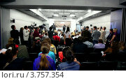 Купить «Журналисты на пресс-конференции известного датского диджея Armin Van Buuren», видеоролик № 3757354, снято 18 декабря 2011 г. (c) Losevsky Pavel / Фотобанк Лори