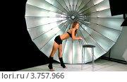 Купить «Молодая модель в черном бюстгальтере», видеоролик № 3757966, снято 27 ноября 2011 г. (c) Losevsky Pavel / Фотобанк Лори