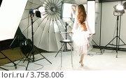 Купить «Фотомодель ходит вокруг стула», видеоролик № 3758006, снято 24 ноября 2011 г. (c) Losevsky Pavel / Фотобанк Лори