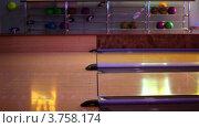 Купить «Боулинг клуб», видеоролик № 3758174, снято 15 мая 2011 г. (c) Losevsky Pavel / Фотобанк Лори