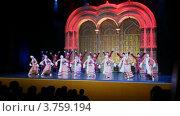 Купить «Актеры танцуют на сцене концертного зала Космос», видеоролик № 3759194, снято 4 ноября 2011 г. (c) Losevsky Pavel / Фотобанк Лори