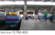 Купить «Люди идут по платформе в Казанского вокзала, тайм лапс», видеоролик № 3760402, снято 17 августа 2011 г. (c) Losevsky Pavel / Фотобанк Лори