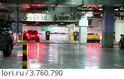 Купить «Машины на подземной парковке», видеоролик № 3760790, снято 9 ноября 2011 г. (c) Losevsky Pavel / Фотобанк Лори