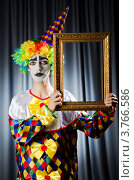 Купить «Клоун с рамой для картины в руках», фото № 3766586, снято 15 июня 2012 г. (c) Elnur / Фотобанк Лори
