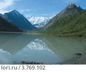Горное озеро на Алтае (2009 год). Редакционное фото, фотограф Ольга Росинка / Фотобанк Лори