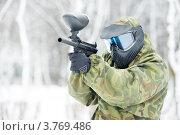 Купить «Игрок в пейнтбол  на открытом воздухе зимой», фото № 3769486, снято 3 марта 2012 г. (c) Дмитрий Калиновский / Фотобанк Лори