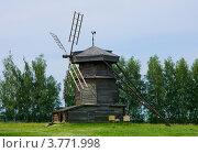 Купить «Город Суздаль, деревянная шатровая ветряная мельница», фото № 3771998, снято 27 июня 2011 г. (c) ElenArt / Фотобанк Лори