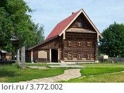 Купить «Деревянный дом в городе Суздале, Владимировская область», фото № 3772002, снято 27 июня 2011 г. (c) ElenArt / Фотобанк Лори
