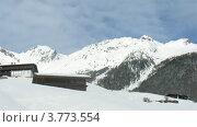 Купить «Голубое небо над шале в горах зимой, таймлапс», видеоролик № 3773554, снято 1 марта 2012 г. (c) Losevsky Pavel / Фотобанк Лори