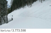 Купить «Туристы едут на лыжах по трассе, двигаясь вниз, таймлапс», видеоролик № 3773598, снято 2 марта 2012 г. (c) Losevsky Pavel / Фотобанк Лори