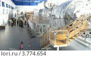 Купить «Посетители на экскурсии по гидролаборатории в Звездном городке, таймлапс», видеоролик № 3774654, снято 4 марта 2012 г. (c) Losevsky Pavel / Фотобанк Лори
