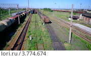 Купить «Транспортировка грузов железнодорожными составами», видеоролик № 3774674, снято 22 августа 2012 г. (c) Ivan Dubenko / Фотобанк Лори