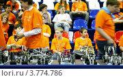 Купить «Дети сидят на зрительский местах на выставке роботов», видеоролик № 3774786, снято 27 января 2012 г. (c) Losevsky Pavel / Фотобанк Лори