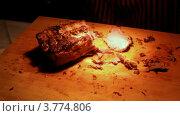 Купить «Повар нарезает мясо на ломтики», видеоролик № 3774806, снято 26 декабря 2011 г. (c) Losevsky Pavel / Фотобанк Лори