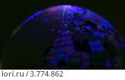 Прозрачный шар с нанесенной на него картой мира вертится в меняющемся освещении. Стоковое видео, видеограф Losevsky Pavel / Фотобанк Лори