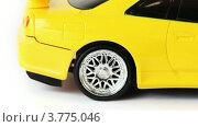 Купить «Желтая радиоуправляемая машинка на белом фоне», видеоролик № 3775046, снято 4 марта 2012 г. (c) Losevsky Pavel / Фотобанк Лори