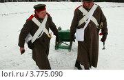 Купить «Солдаты везут пушку», видеоролик № 3775090, снято 28 декабря 2011 г. (c) Losevsky Pavel / Фотобанк Лори