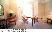 Купить «Интерьер спальни с телевизором, столиком и креслами», видеоролик № 3775586, снято 12 марта 2012 г. (c) Losevsky Pavel / Фотобанк Лори