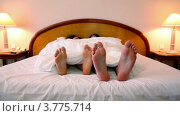 Купить «Пара лежит на кровати под одеялом, высунув босые ноги», видеоролик № 3775714, снято 12 марта 2012 г. (c) Losevsky Pavel / Фотобанк Лори
