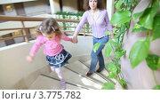 Купить «Мама с дочкой поднимаются по круговой лестнице в отеле», видеоролик № 3775782, снято 10 марта 2012 г. (c) Losevsky Pavel / Фотобанк Лори