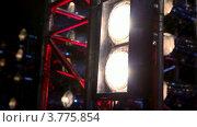 Купить «Двойные лампы, осветительное оборудование на сцене», видеоролик № 3775854, снято 9 января 2012 г. (c) Losevsky Pavel / Фотобанк Лори
