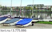 Купить «Несколько лодок на берегу пруда на фоне поезда и городского пейзажа», видеоролик № 3775886, снято 30 января 2012 г. (c) Losevsky Pavel / Фотобанк Лори