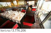 Купить «Оформленные столы с расставленой посудой в ресторане,  рядом с террасой», видеоролик № 3776206, снято 26 февраля 2012 г. (c) Losevsky Pavel / Фотобанк Лори