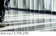 Купить «Несколько человек проходит через стеклянные двери», видеоролик № 3776210, снято 15 февраля 2012 г. (c) Losevsky Pavel / Фотобанк Лори
