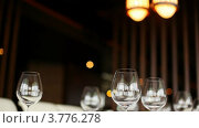 Купить «Пустые бокалы на столике в ресторане», видеоролик № 3776278, снято 26 февраля 2012 г. (c) Losevsky Pavel / Фотобанк Лори