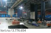 Купить «Рабочие демонтируют сцену после концерта(таймлапс)», видеоролик № 3776654, снято 1 февраля 2012 г. (c) Losevsky Pavel / Фотобанк Лори
