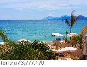 Купить «Пляж в районе мыса Палм-Бич, Канны, Лазурный Берег Франции», фото № 3777170, снято 13 июня 2010 г. (c) ElenArt / Фотобанк Лори