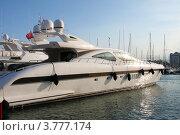Купить «Роскошные яхты в порту Сен Пьер, Канны, Лазурный берег франции», фото № 3777174, снято 13 июня 2010 г. (c) ElenArt / Фотобанк Лори