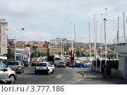 Купить «Оживлённая улица в порту, Канны, Франция», фото № 3777186, снято 13 июня 2010 г. (c) ElenArt / Фотобанк Лори
