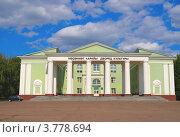 Купить «Дворец культуры в городе Ишимбай», фото № 3778694, снято 24 января 2012 г. (c) Сергей Девяткин / Фотобанк Лори