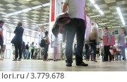 Купить «Посетители выставки архитектуры и дизайна, таймлапс», видеоролик № 3779678, снято 26 мая 2012 г. (c) Losevsky Pavel / Фотобанк Лори