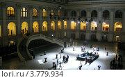 Купить «Люди в холле после церемонии награждения победителей премии Брэнд года EFFIE 2011, таймлапс», видеоролик № 3779934, снято 16 апреля 2012 г. (c) Losevsky Pavel / Фотобанк Лори