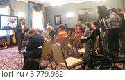 Купить «Журналисты на расширенном заседании Государственного Совета, таймлапс», видеоролик № 3779982, снято 27 мая 2012 г. (c) Losevsky Pavel / Фотобанк Лори