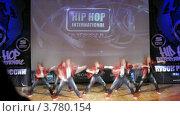 "Купить «Хип-хоп группа ""Banda Forse crew"" танцует на сцене Дворца Культуры, таймлапс», видеоролик № 3780154, снято 16 апреля 2012 г. (c) Losevsky Pavel / Фотобанк Лори"