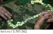 Купить «Люди играют в домино на столе, видны только руки», видеоролик № 3781562, снято 24 марта 2012 г. (c) Losevsky Pavel / Фотобанк Лори