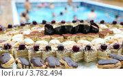 Купить «Сладости на столе у бассейна», видеоролик № 3782494, снято 3 июня 2012 г. (c) Losevsky Pavel / Фотобанк Лори