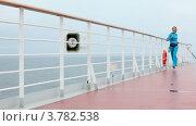 Купить «Девушка делает пробежку по палубе корабля», видеоролик № 3782538, снято 3 июня 2012 г. (c) Losevsky Pavel / Фотобанк Лори