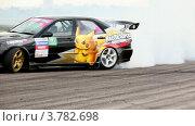 Купить «Две машины входят в поворот на гонках», видеоролик № 3782698, снято 16 марта 2012 г. (c) Losevsky Pavel / Фотобанк Лори
