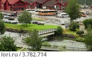 Купить «Движение по мосту через реку возле автобусной станции в небольшом городке», видеоролик № 3782714, снято 7 июня 2012 г. (c) Losevsky Pavel / Фотобанк Лори